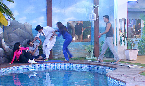 Kushal Tandon grabs Andy's neck