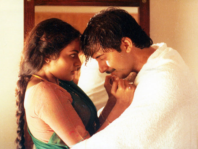 Arvind Swamy and Madhoo in Roja