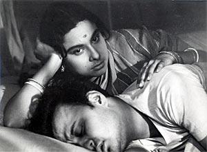 Madhabi Mukherjee and Anil Chatterjee in Mahanagar