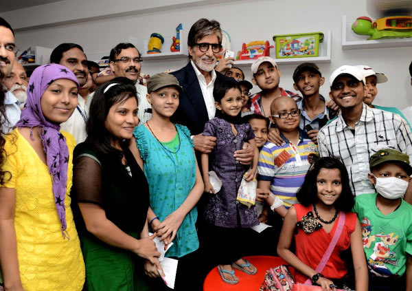 Amitabh Bachchan with the cancer patients