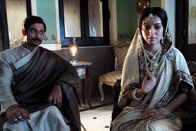 Indraneil Sengupta and Arpita Chatterjee in Satyanweshi.