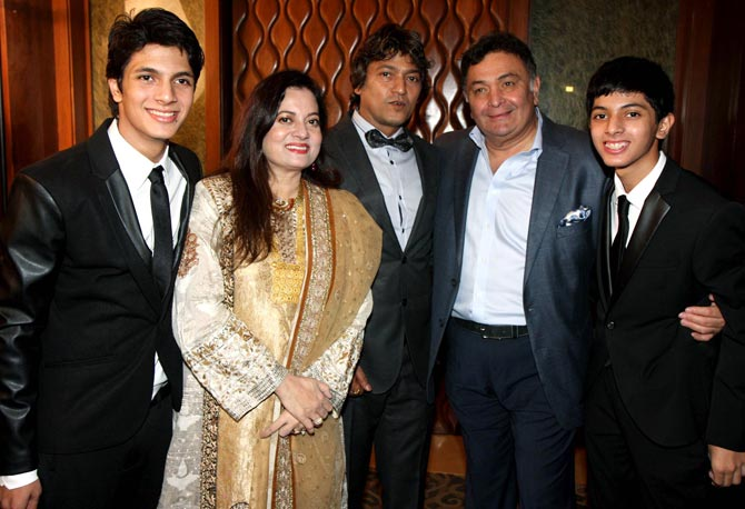 Rishi Kapoor with Aadesh Shrivastava, Vijeta Pandi and their two sons