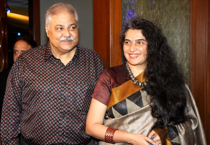 Satish Shah with wife Madhu