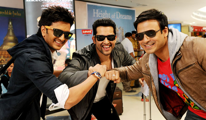 Riteish Deshmukh, Aftab Shivdasani and Vivek Oberoi in Grand Masti