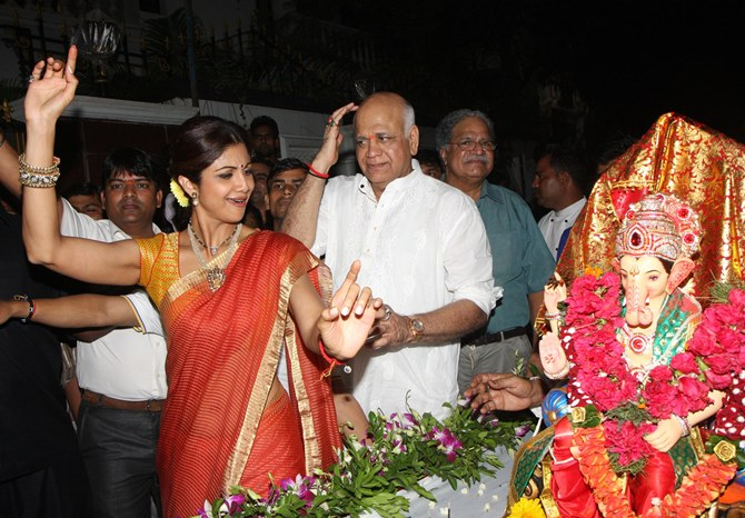 Shilpa Shetty with father Surendra Shetty