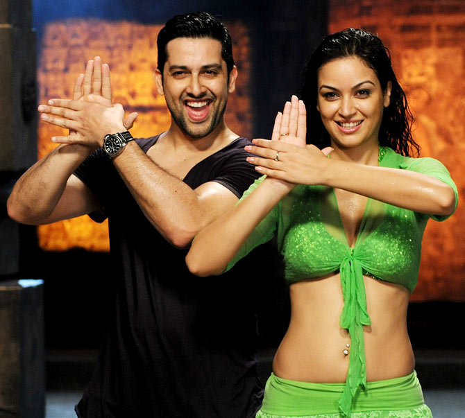 Aftab Shivdasani and Maryam Zakaria in Grand Masti