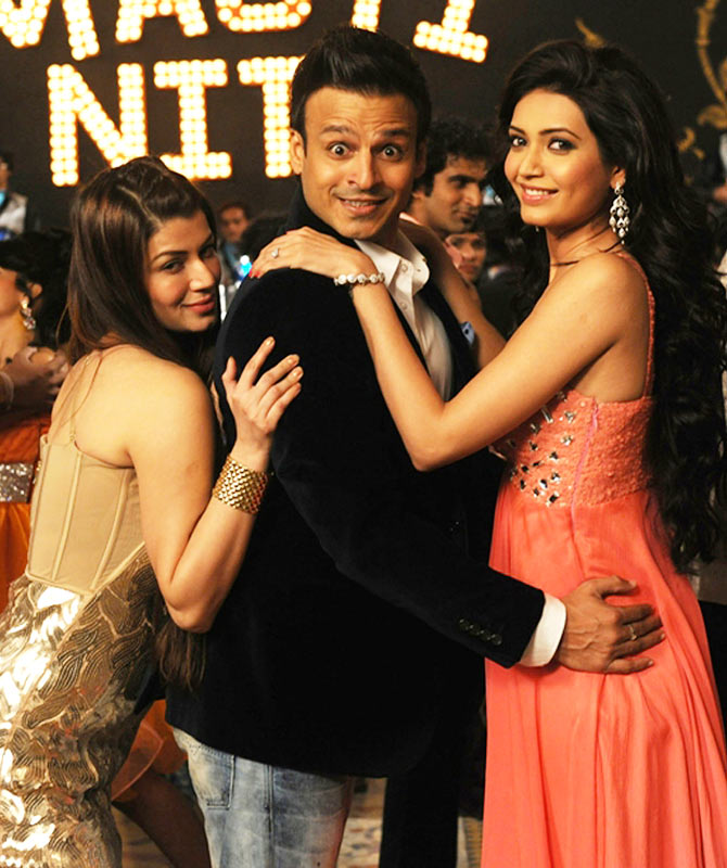 Kainaat Arora, Vivek Oberoi and Karishma Tanna in Grand Masti
