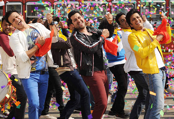 Vivek Obeori, Aftab Shivdasani and Riteish Deshmukh in Grand Masti