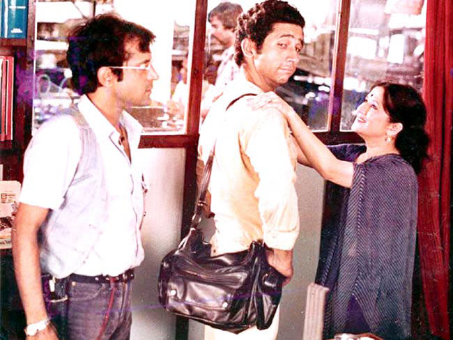 Ravi Baswani, Naseeruddin Shah and Bhakti Barve in Jaane bhi Do Yaaron