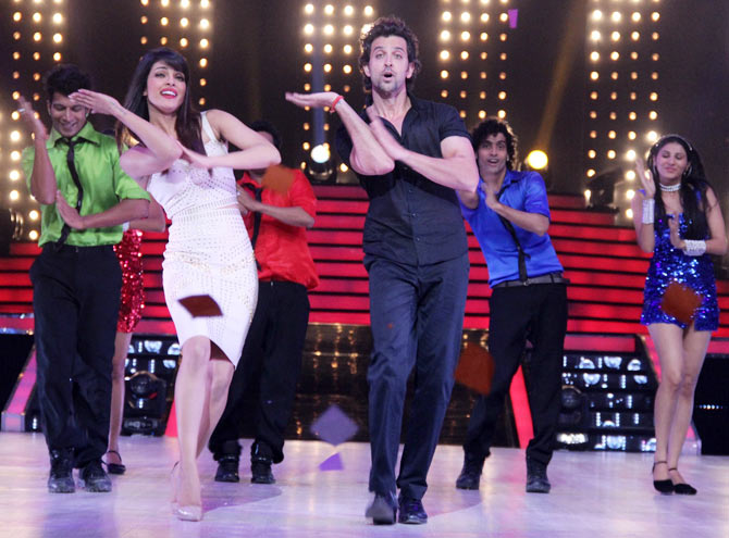 Priyanka Chopra and Hrithik Roshan dance on Raghupati Raghav