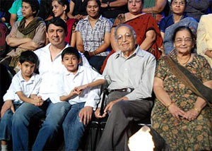 Raayan, Dr Sriram Nene, Arin and Madhuri's parents