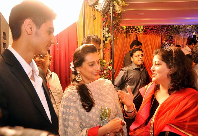 Ahan and Mana Shetty with Sharmila Thackeray