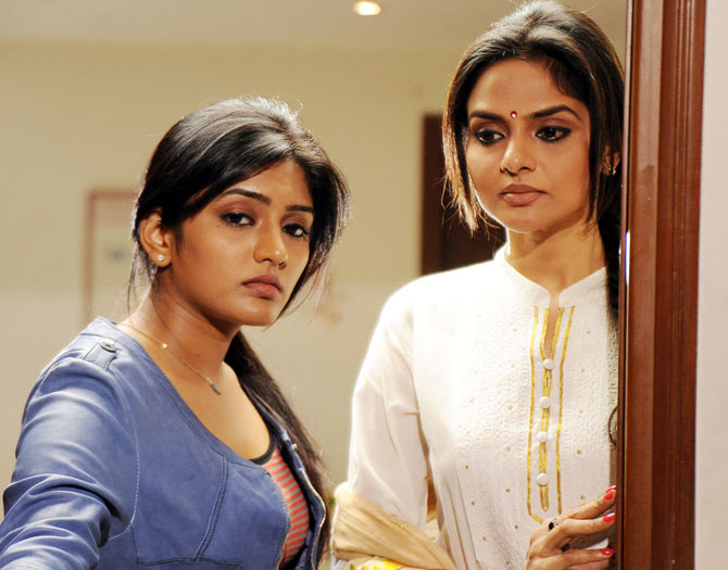 Eesha and Madhoo in Anthakumundu Aatharuvatha