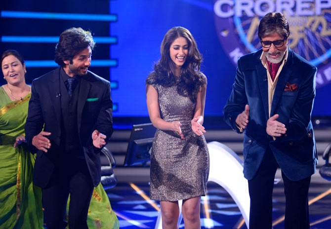 Shahid Kapoor, Ileana D'Cruz and Amitabh Bachchan on the sets of KBC