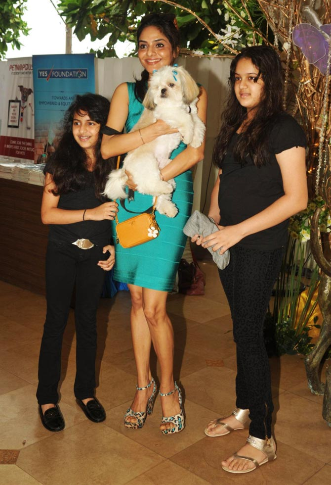 Madhoo Shah with daughters Ameya and Keia