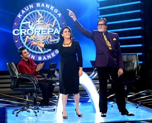 Neetu and Amitabh dance while Ranbir cheers