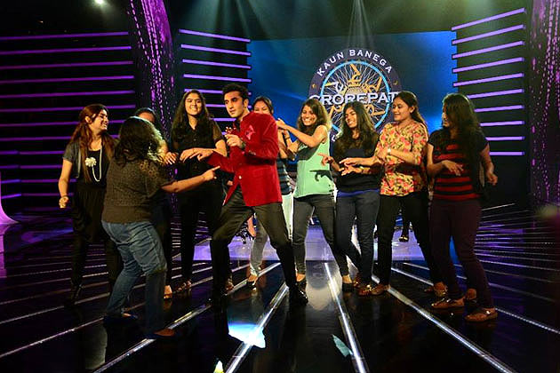 Ranbir dances with his female fans on the show