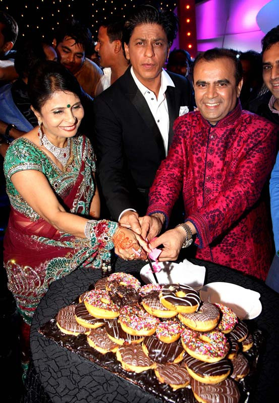 Shah Rukh Khan with Yogesh and Jagruti Lakhani