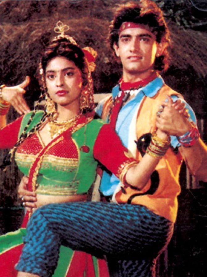 Juhi Chawla and Aamir Khan in Tum Mere Ho