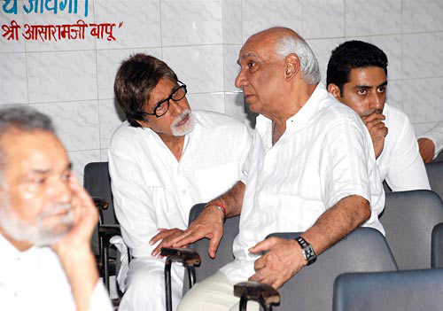 Amitabh and Abhishek Bachchan with Yash Chopra