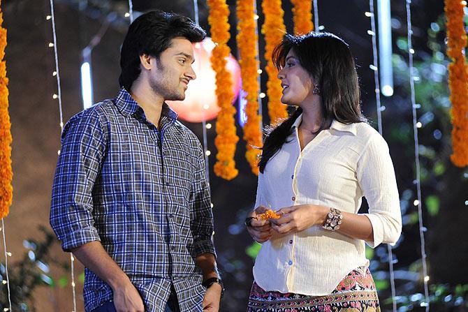 Sumanth Ashwin and Eesha in Anthaka Mundu Aa Tharavatha