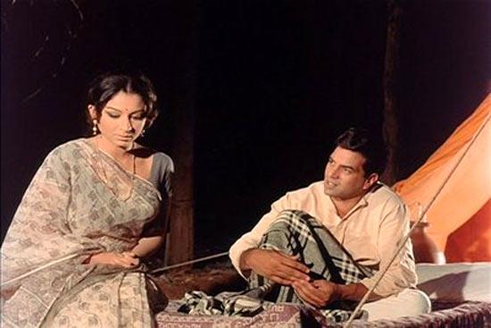 Sharmila Tagore and Dharmendra in Satyakam