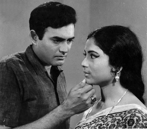 Sanjeev Kumar and Meena Kumari in Aashirwad