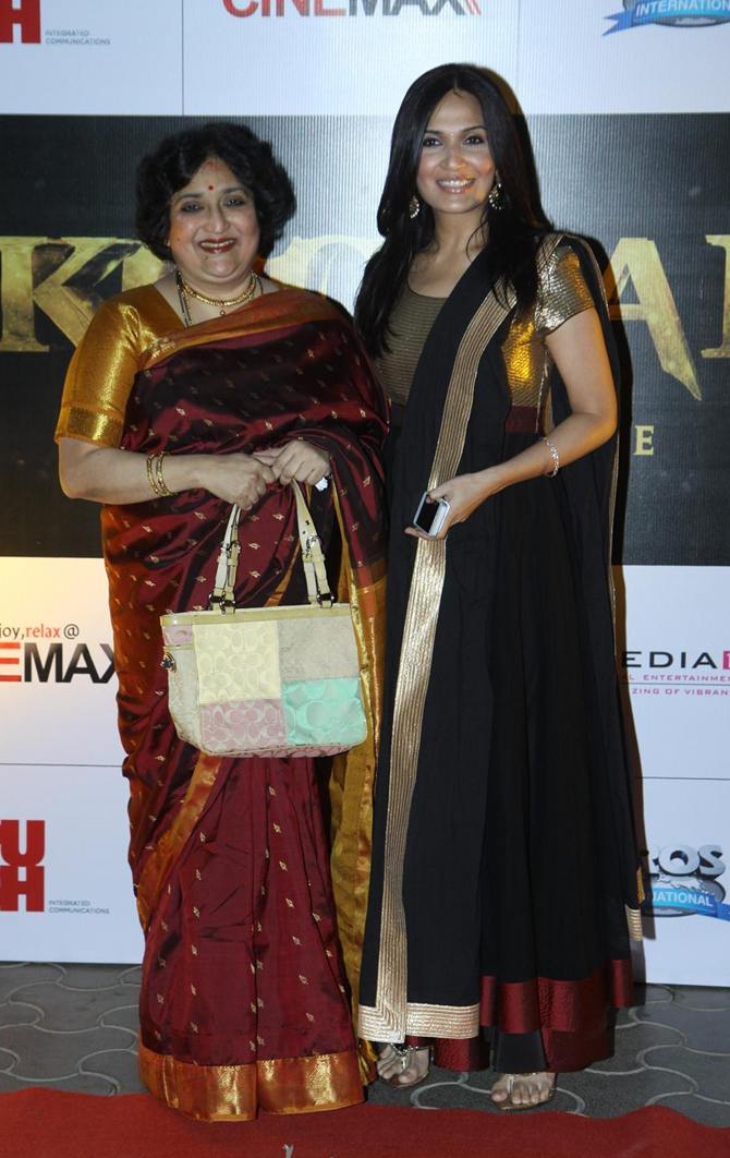 Latha and Soundarya Rajinikanth