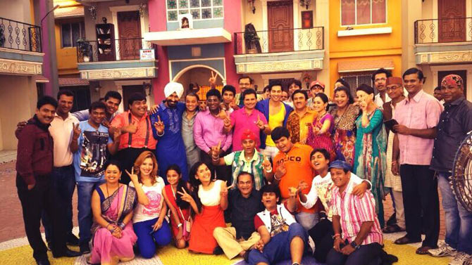 Varun Dhawan and the team of Taarak Mehta Ka Ooltah Chashmah