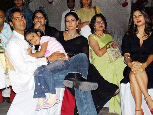 Ajay Devgn with daughter Nysa, wife Kajol, mother-in-law Tanuja and sister-in-law Tanisha