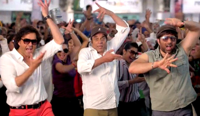 Sunny Deol with Bobby Deol and Dharmendra in Yamla Pagla Deewana