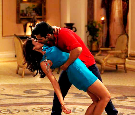 Varun Dhawan and Ilena D'Cruz in Main Tera Hero