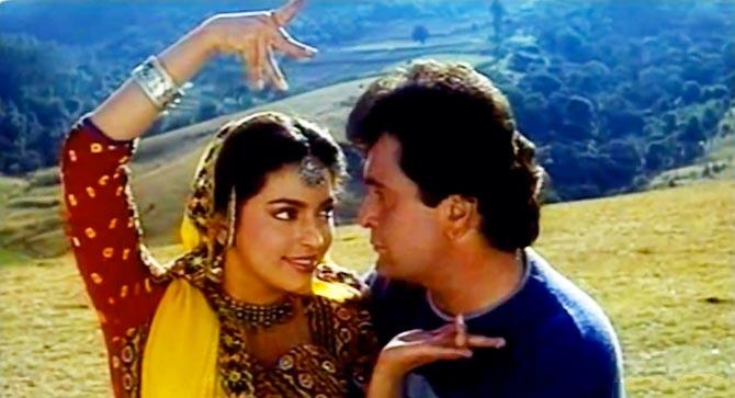 Juhi Chawla and Rishi Kapoor in Bol Radha Bol