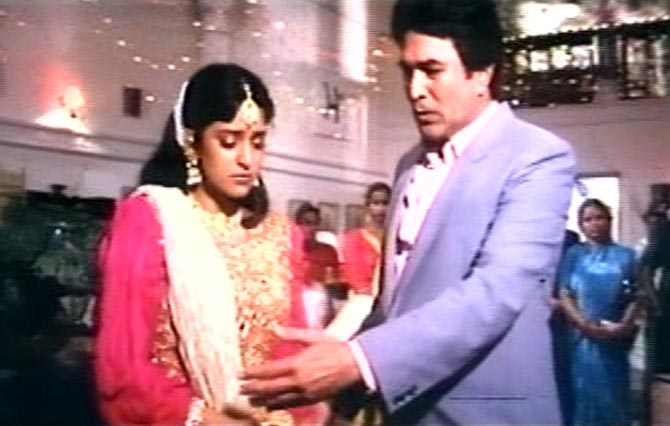 Juhi Chawla and Rajesh Khanna in Swarg