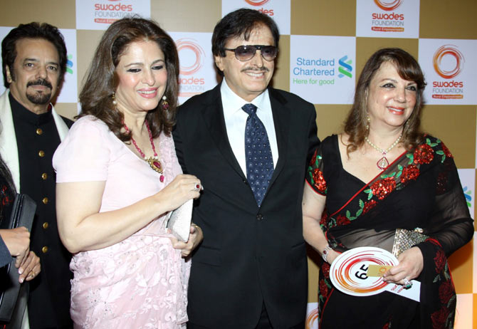 Akbar Khan with wife, Sanjay and Zarine Khan