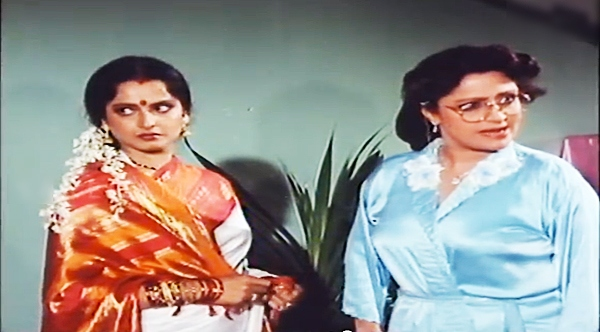 Bindu with Rekha in Biwi Ho Toh Aisi