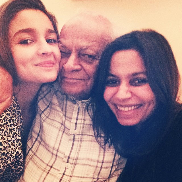 Alia and Shaheen Bhatt with their grandfather