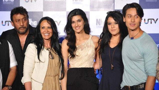 Tiger Shroff with parents Jackie and Ayesha Shroff, costar Kriti Sanon and sister Krishna