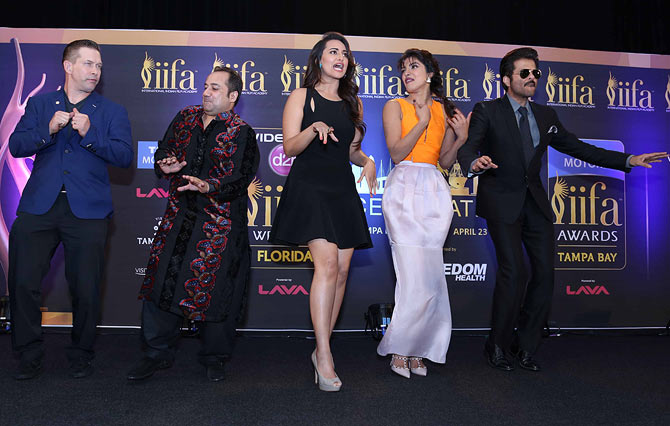 Hollywood actor Stephen Baldwin, Rahet Fateh Ali Khan, Sonakshi Sinha, Priyanka Chopra, Anil Kapoor dance