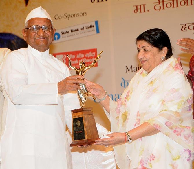Anna Hazare with Lata Mangeshkar
