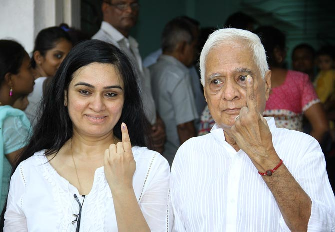 Padmini Kolhapure with father Pandharinath Kolhapure