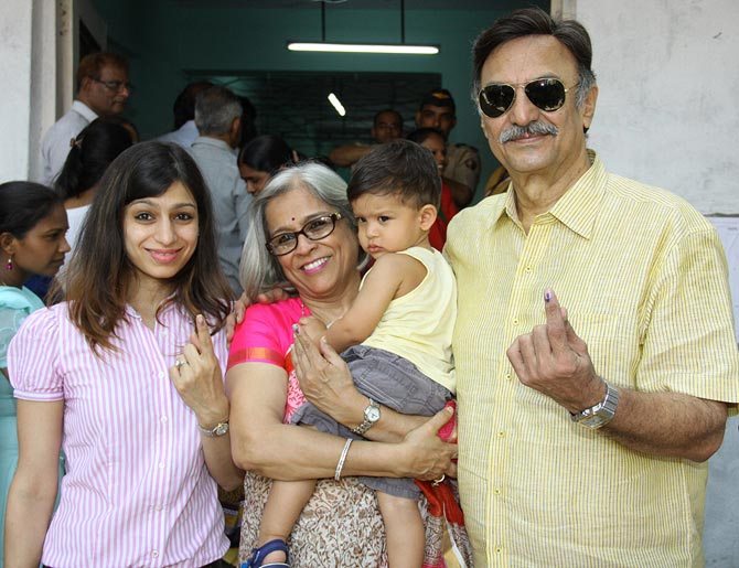 Suresh Oberoi with wife Yashodhara Oberoi and daughter Meghna