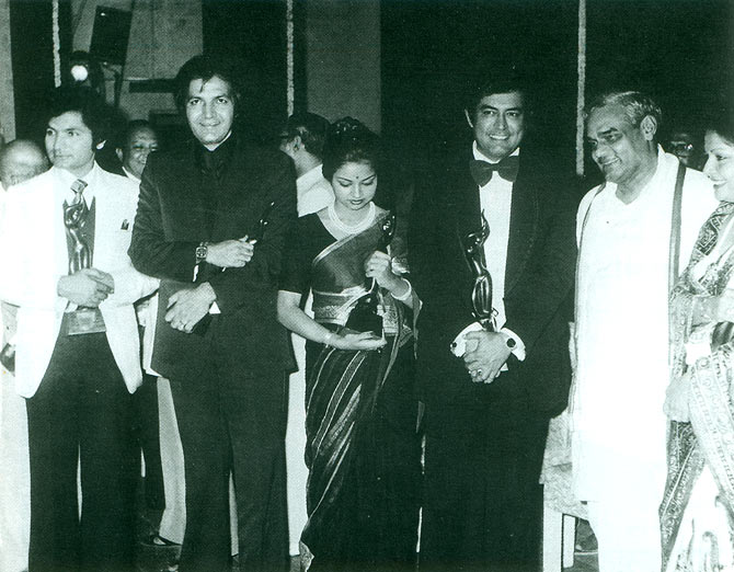 The Filmfare award 1976 winners: Asrani, Prem Chopra, Kajri, Sanjeev Kumar and Rakhee with Atal Bihari Vajpayee.