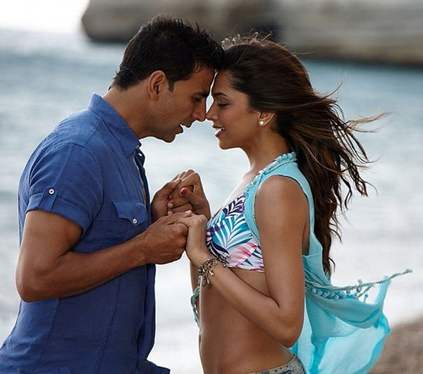 Akshay Kumar and Deepika Padukone in Housefull