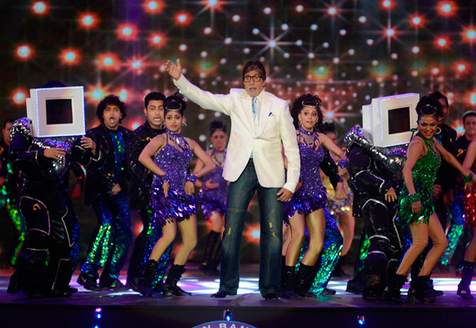 Amitabh Bachchan dances at the opening ceremony of KBC