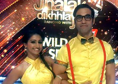 Kushal Punjabi with choreographer Mohena on Jhalak Dikhhla Jaa