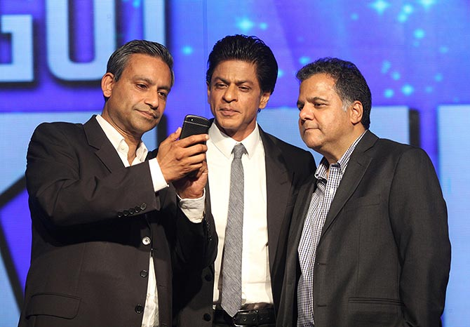 Rav Singh, director of RFS Entertainment Ltd, the company organising the event, Shah Rukh Khan and Raj Nayak Ceo Colors