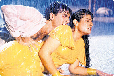 Akshay Kumar with Raveena Tandon in Mohra