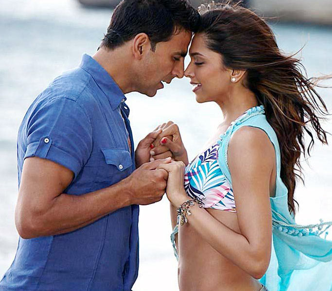 Akshay Kumar with Deepika Padukone in Housefull