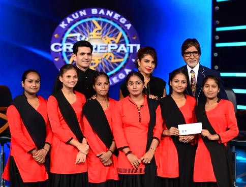Director Omang Kumar, Priyanka Chopra and Amitabh Bachchan with the Red Brigade team